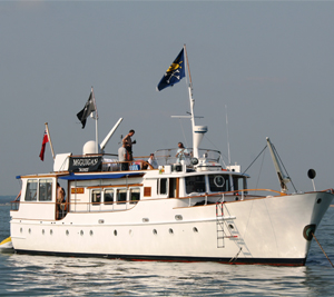 75ft Motor Yacht (up to 30 people)